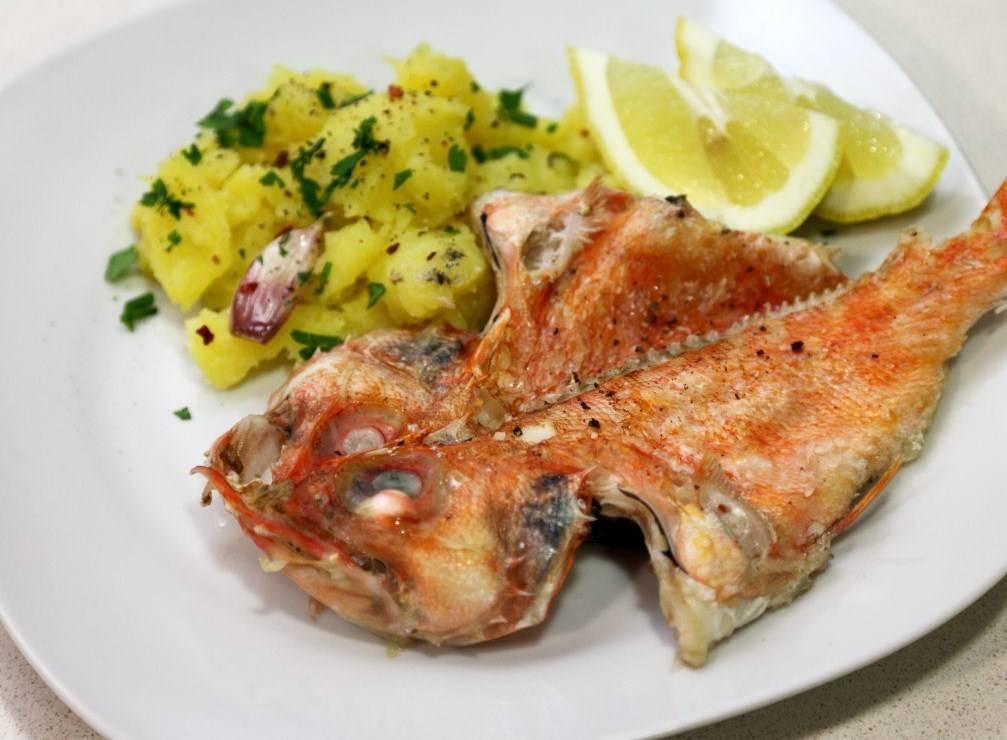 Морской окунь в духовке с чесноком и петрушкой рецепт с фото пошагово - 1000.menu