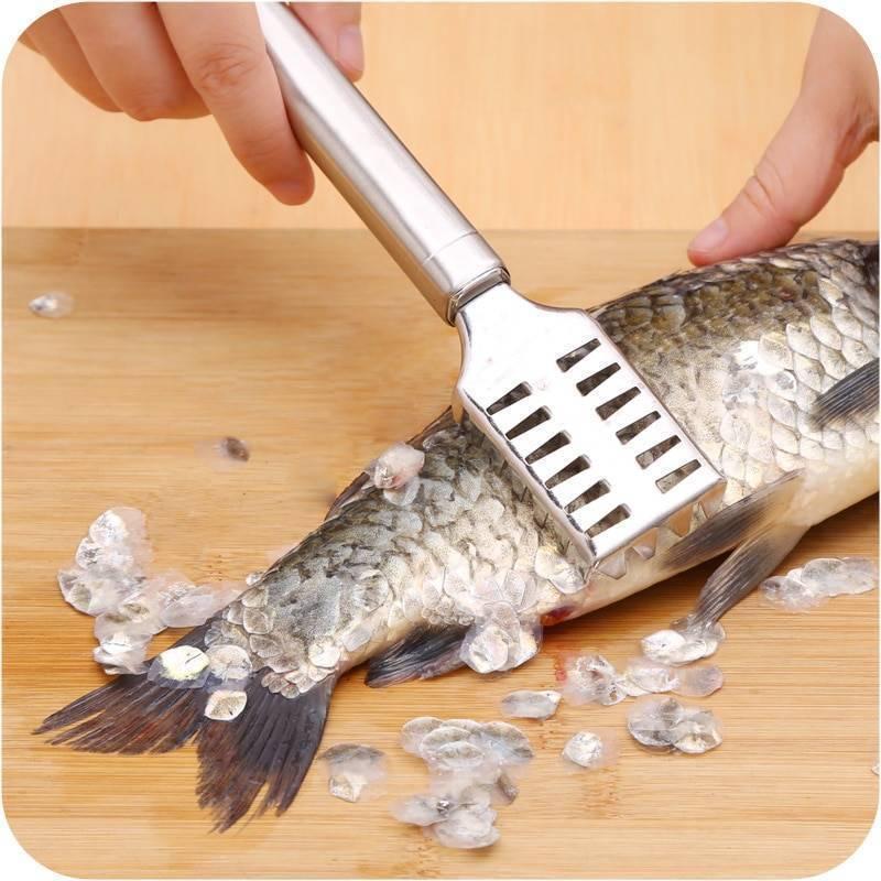 Чтобы удобно было чистить рыбу от чешуи: спец доска и спец рыбочистки