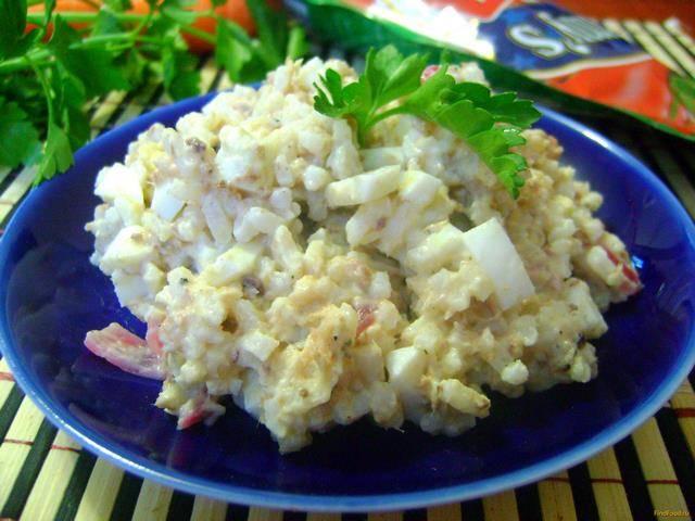 Салат с горбушей консервированной рисом и яйцом рецепт с фото пошагово и видео - 1000.menu