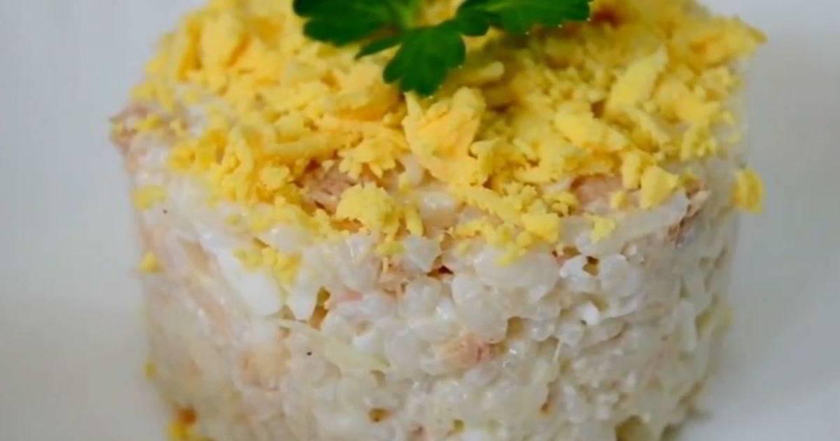 Салат из консервированной горбуши с рисом и яйцами