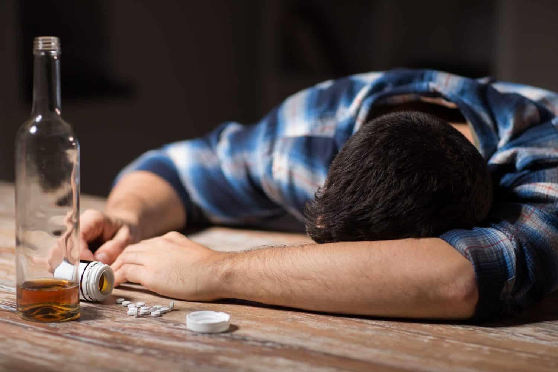 После алкоголя рвота: что делать в домашних условиях при отравлении