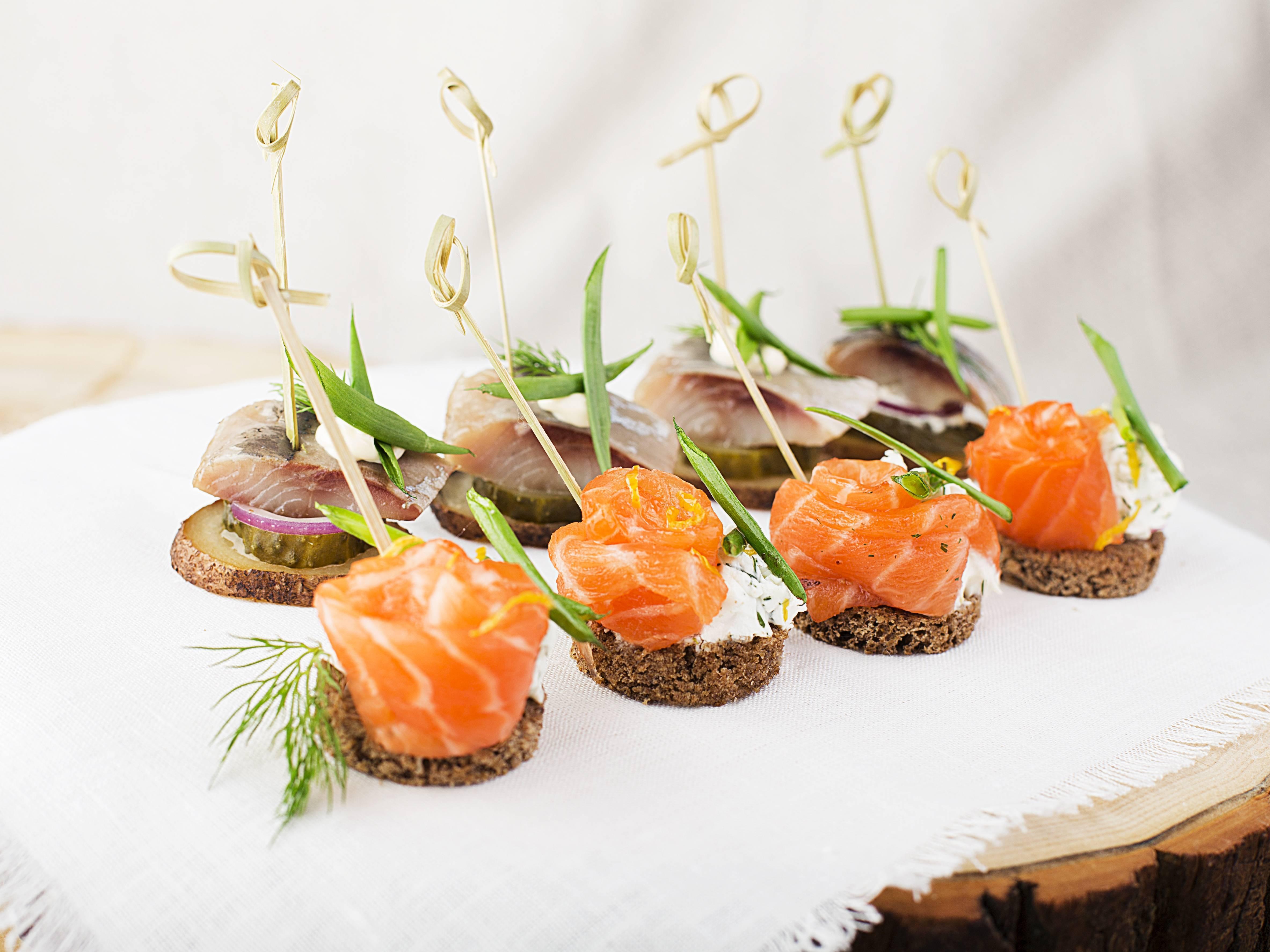 Салат с красной рыбой (26 рецептов с фото) - рецепты с фотографиями на поварёнок.ру