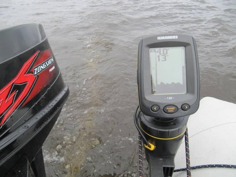 Как выбрать эхолот для ловли с лодки - обзор основных параметров