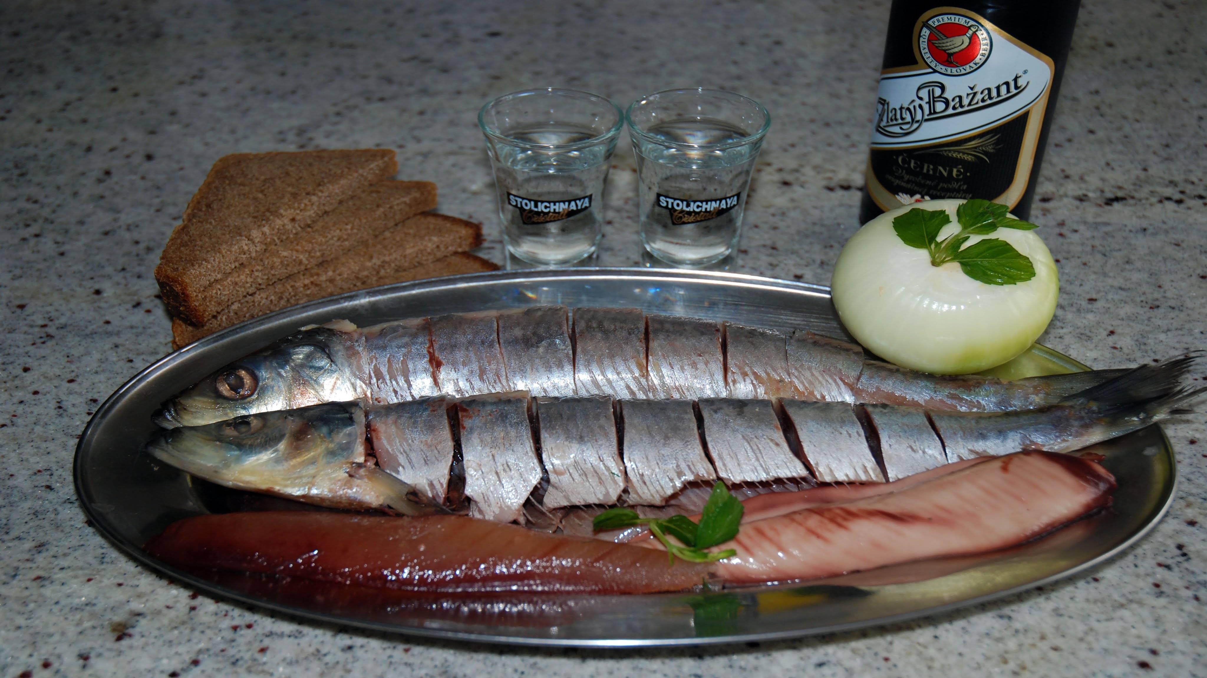 Маринованная селедка с уксусом и луком: быстрые проверенные рецепты