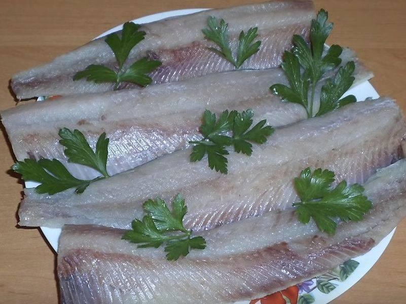 Как быстро и вкусно засолить селёдку дома – 8 лучших рецептов