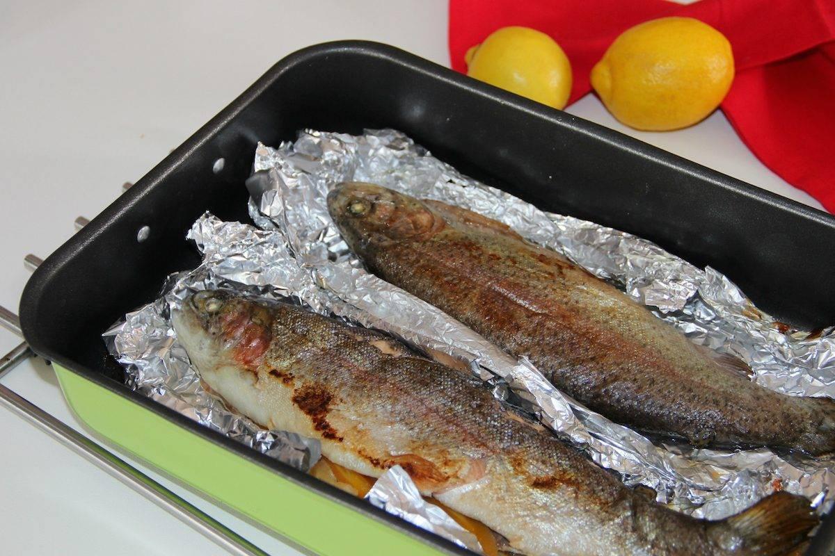 Стейки форели в духовке: 8 королевских рецептов