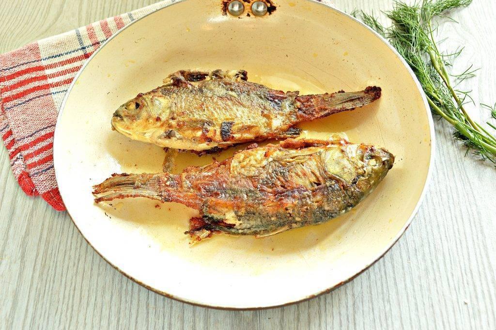 Жареный карась: рецепты приготовления рыбы с корочкой и без костей