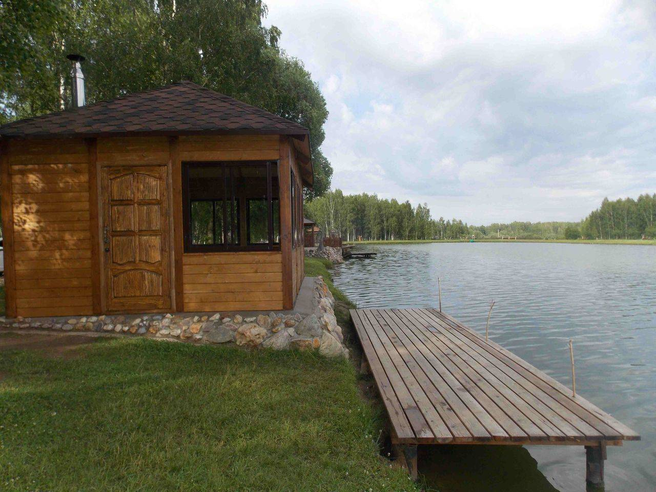 Лучшие базы отдыха в подмосковье: недорогие с отдельными домиками, с бассейном, с рыбалкой, с пляжем у воды, все включено