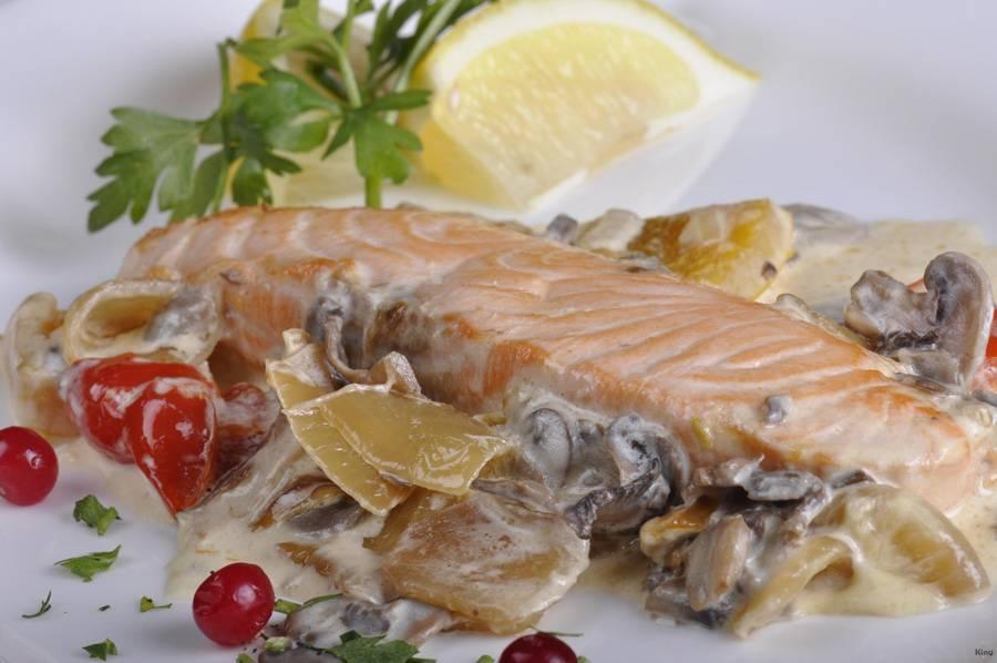 Форель в сливочном соусе (18 фото): рецепты приготовления рыбы в сливках на сковороде и в духовке