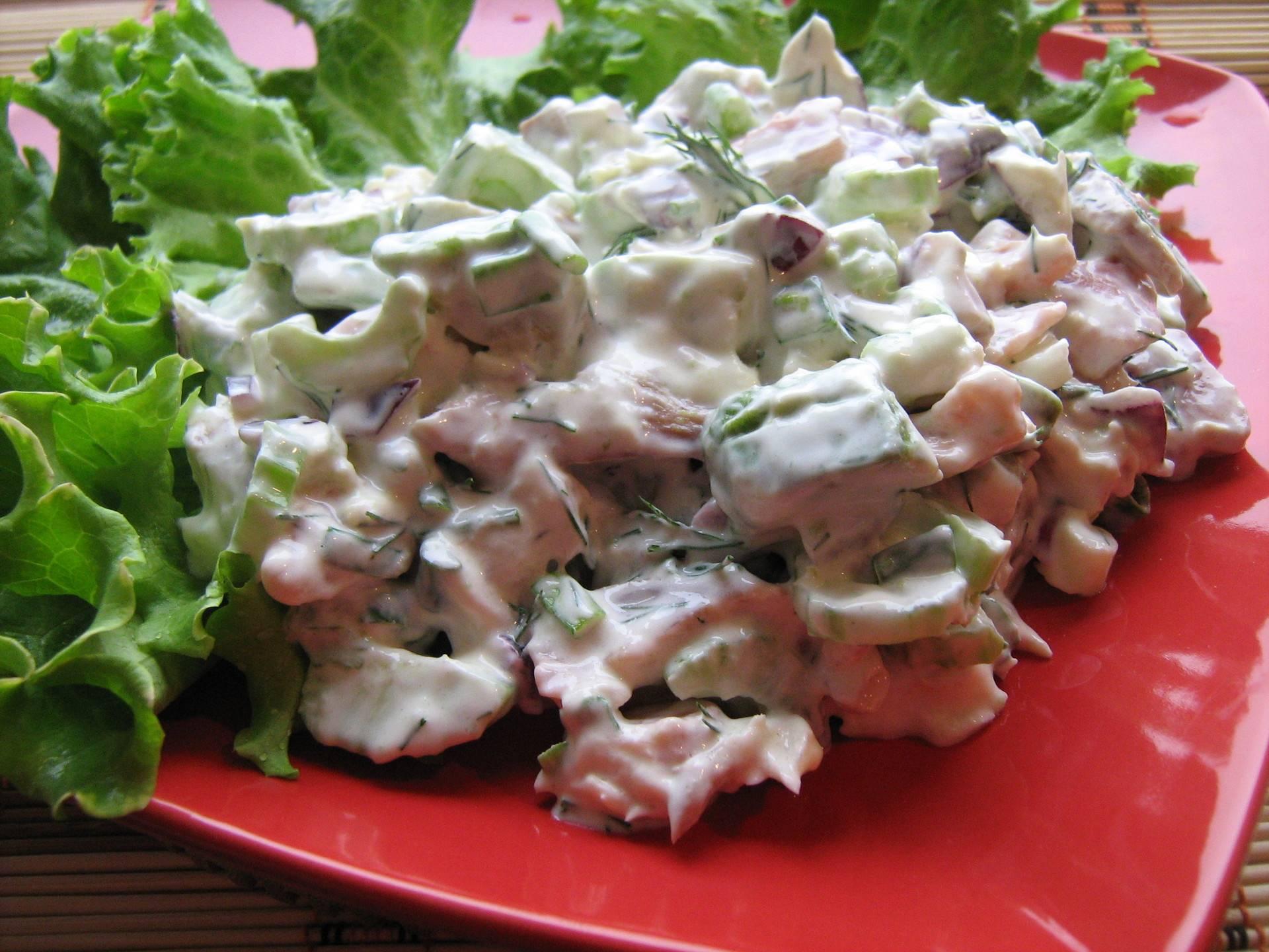 Салат с копченой рыбой – 7 вкусных рецептов приготовления - rus-womens