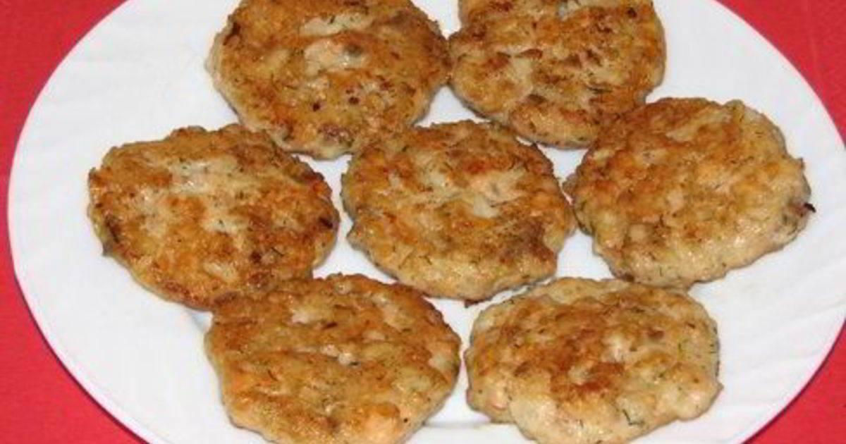 Котлеты из консервы с рисом и картошкой