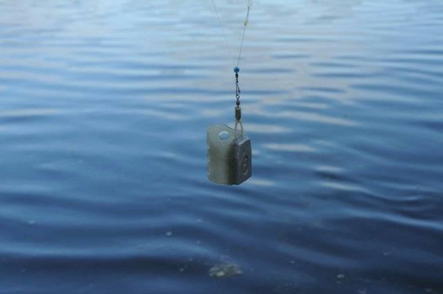 Монтаж фидерной оснастки для ловли на течении в реке