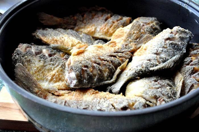 Рецепт карася в сметане в духовке, на сковороде, в мультиварке: пошаговое приготовление