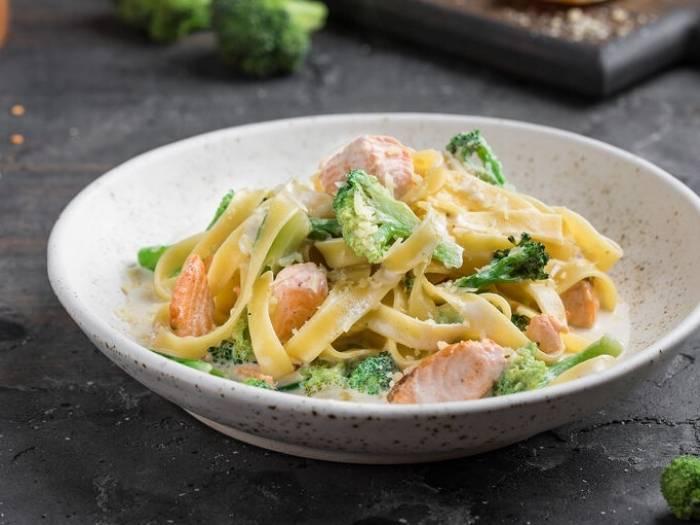 Паста с семгой в сливочном соусе: вкусные рецепты спагетти с красной рыбой и сливками