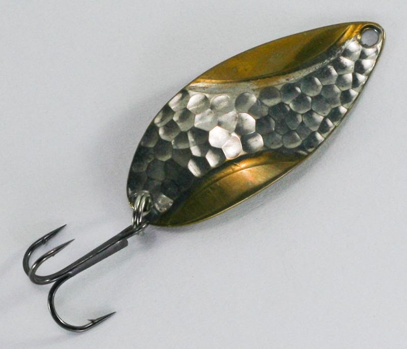 Как ловить щуку на блесну: техника ловли на колебалки и вращалки