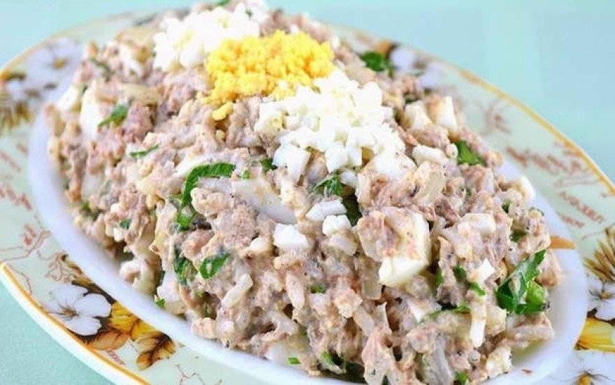 Салат из консервированной сайры: 124 домашних вкусных рецепта