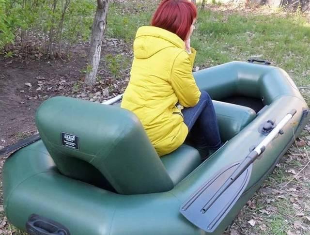 Комфортное кресло для надувной лодки