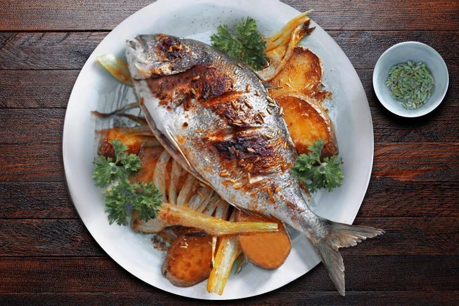 Запеченный лещ в духовке: 8 вариантов для ужина