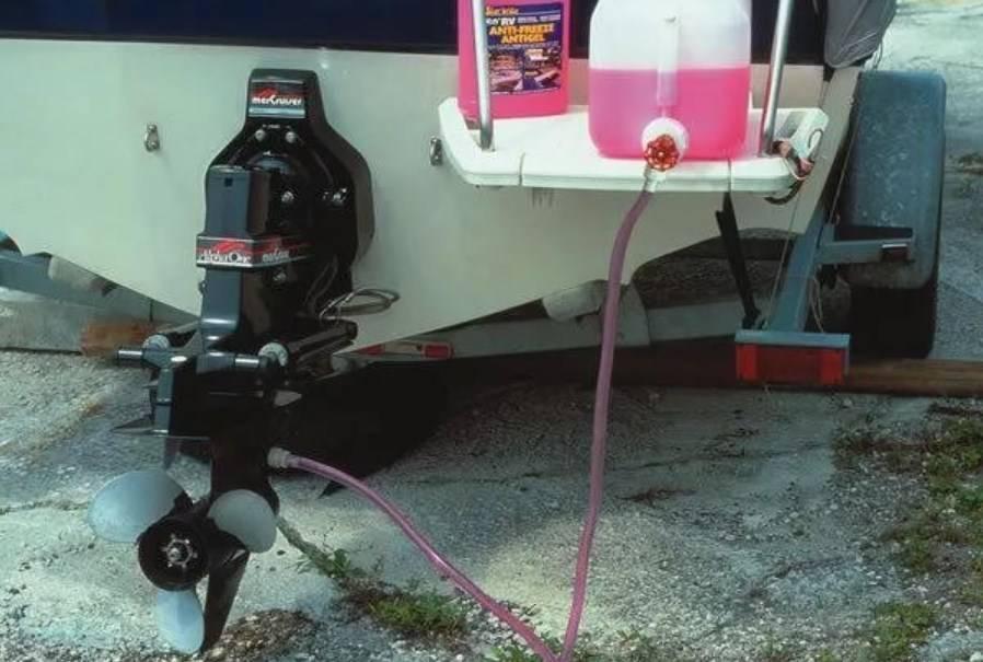 Подготовка лодочного мотора к зимнему хранению