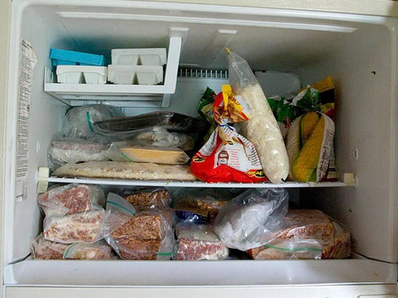 Как хранить копченую рыбу: сколько хранится в холодильнике, можно ли замораживать, какой срок хранения рыбы горячего копчения | domovoda.club