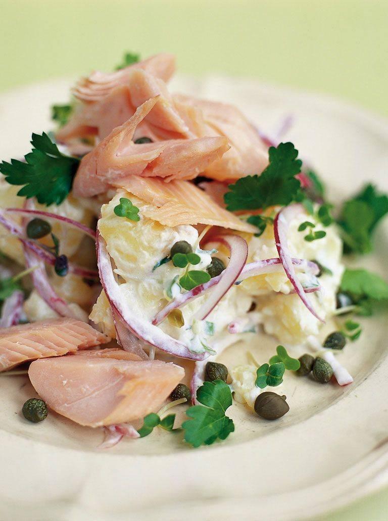 Салат с рыбой горячего копчения - сытная закуска для праздничного застолья: рецепт с фото и видео
