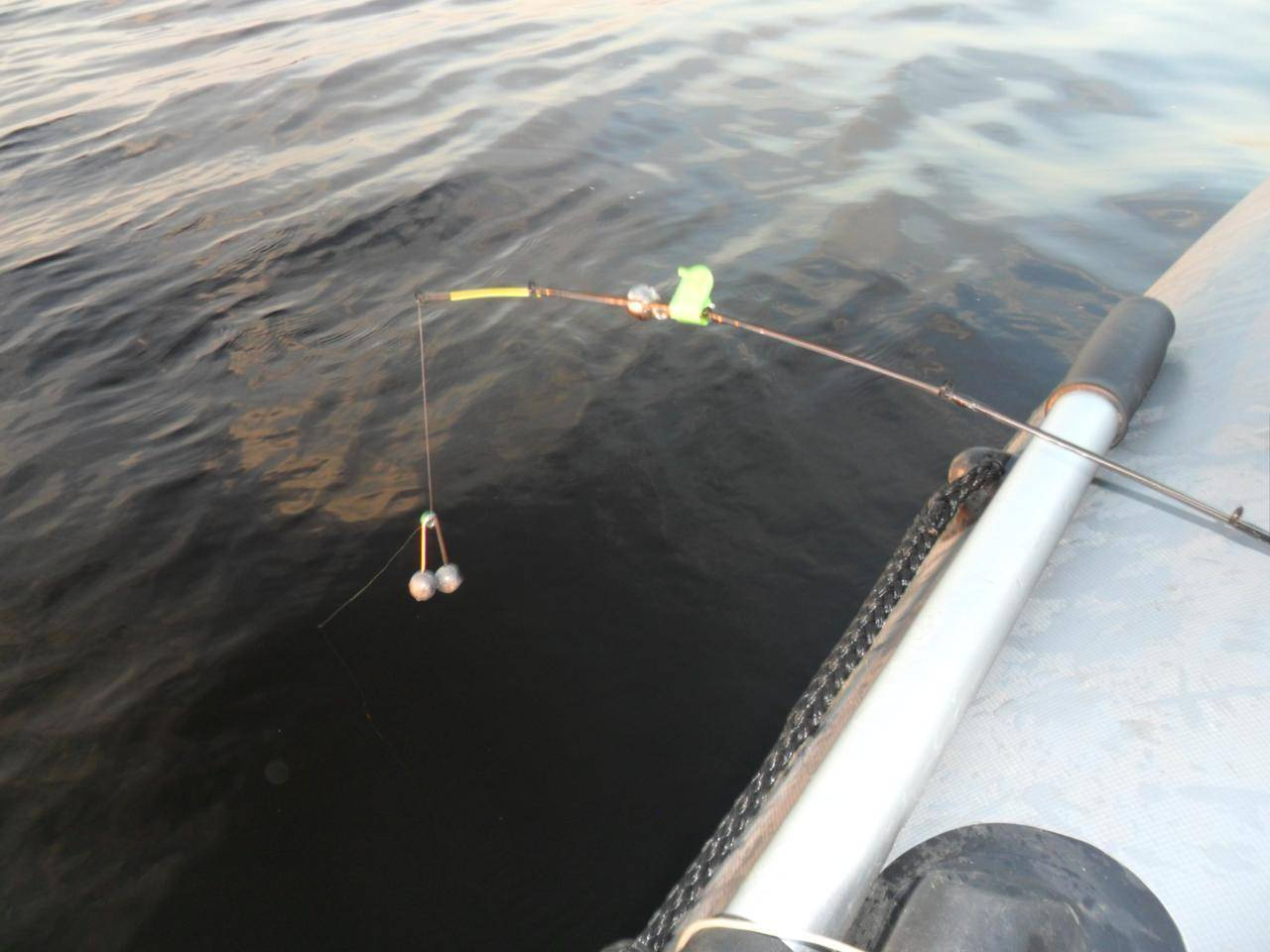 Ловля леща с лодки на течении