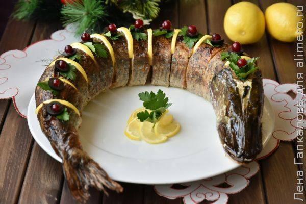Фаршированная щука в духовке - очень вкусное праздничное блюдо!