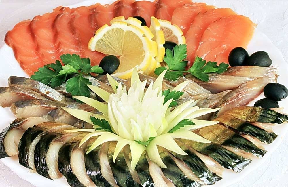 Нарезки на праздничный стол красивые в домашних условиях: мясные, сырные, овощные, фруктовые, колбасные, рыбные. как красиво выложить, украсить и оформить и нарезку?