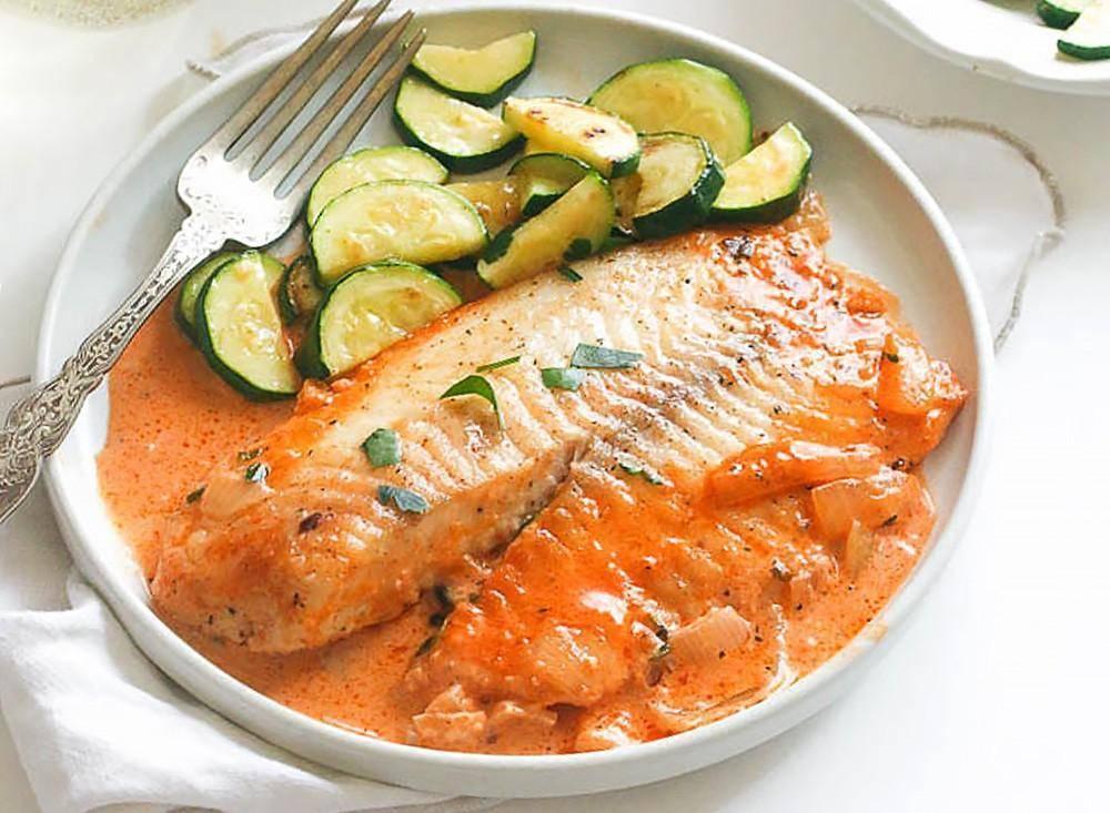 Как приготовить рыбу в сметанном соусе на сковороде?