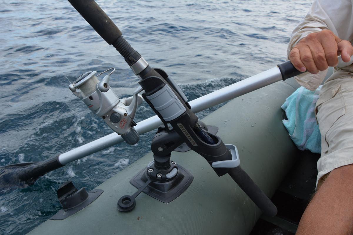 Держатели для спиннинга на лодку — обзор моделей, способы изготовления своими руками, советы по выбору и применению (120 фото)