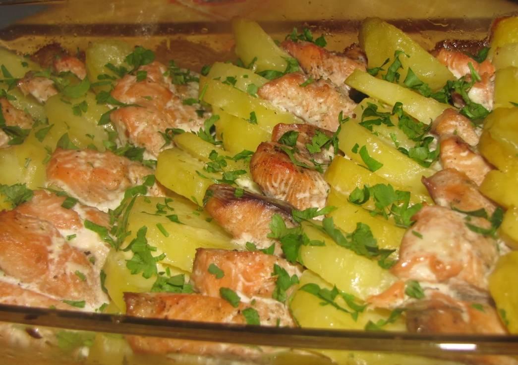Рыба, запеченная с картошкой в духовке