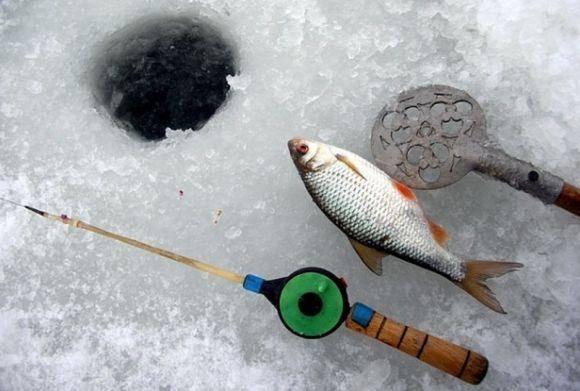 Ловля плотвы по первому льду на мормышку
