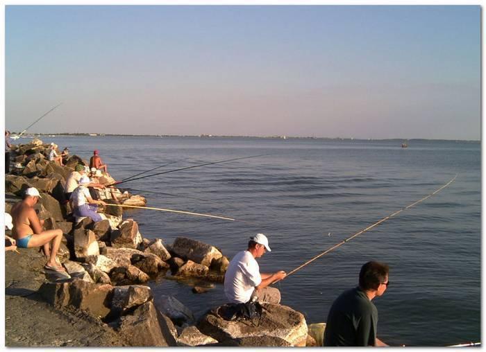 Рыбалка на черном море с берега спиннингом, на блесну. снасти. подводная рыбалка на черном море :: syl.ru