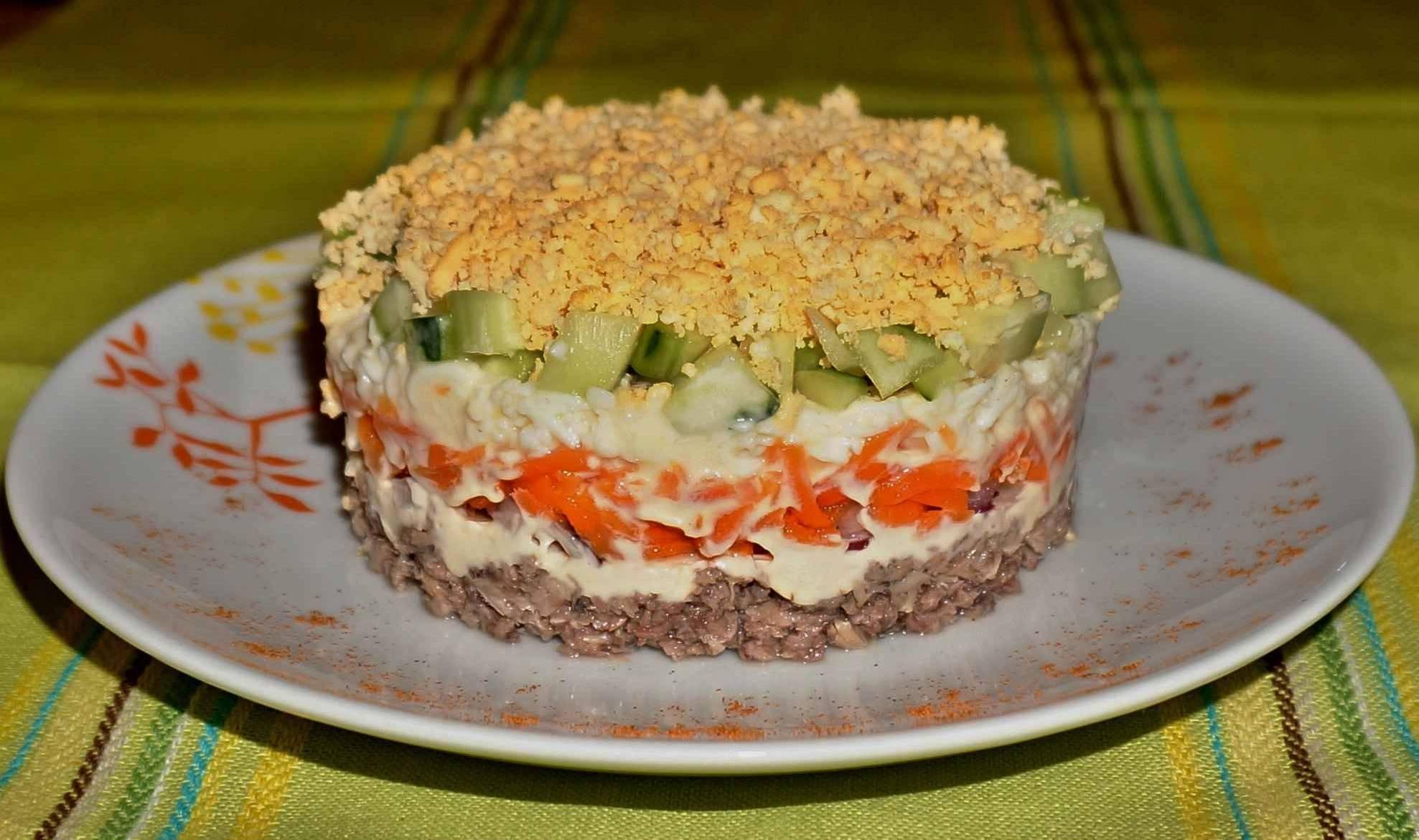 """Классический салат """"мимоза"""" - рецепты с рисом, яйцом и консервами"""