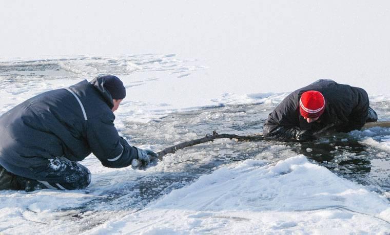 Что делать если провалился под лед: как спасти себя или утопающего