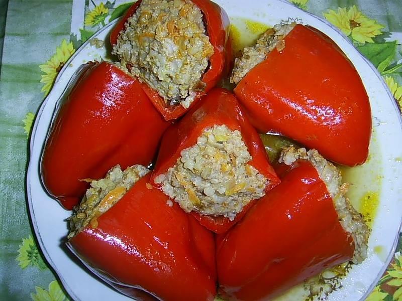 Перец, фаршированный рисом, помидорами и грибами – кулинарный рецепт
