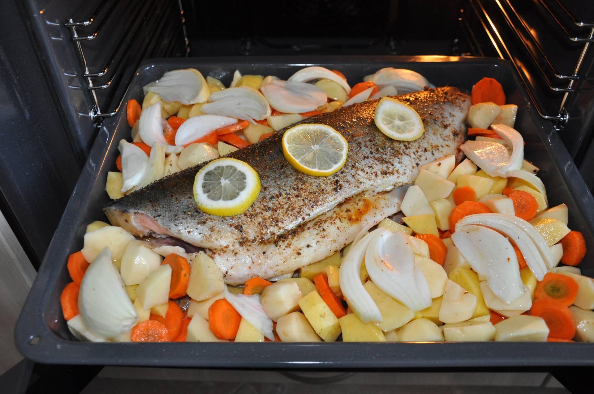Рыба, запеченная в духовке: 10 вкусных рецептов - будет вкусно! - медиаплатформа миртесен