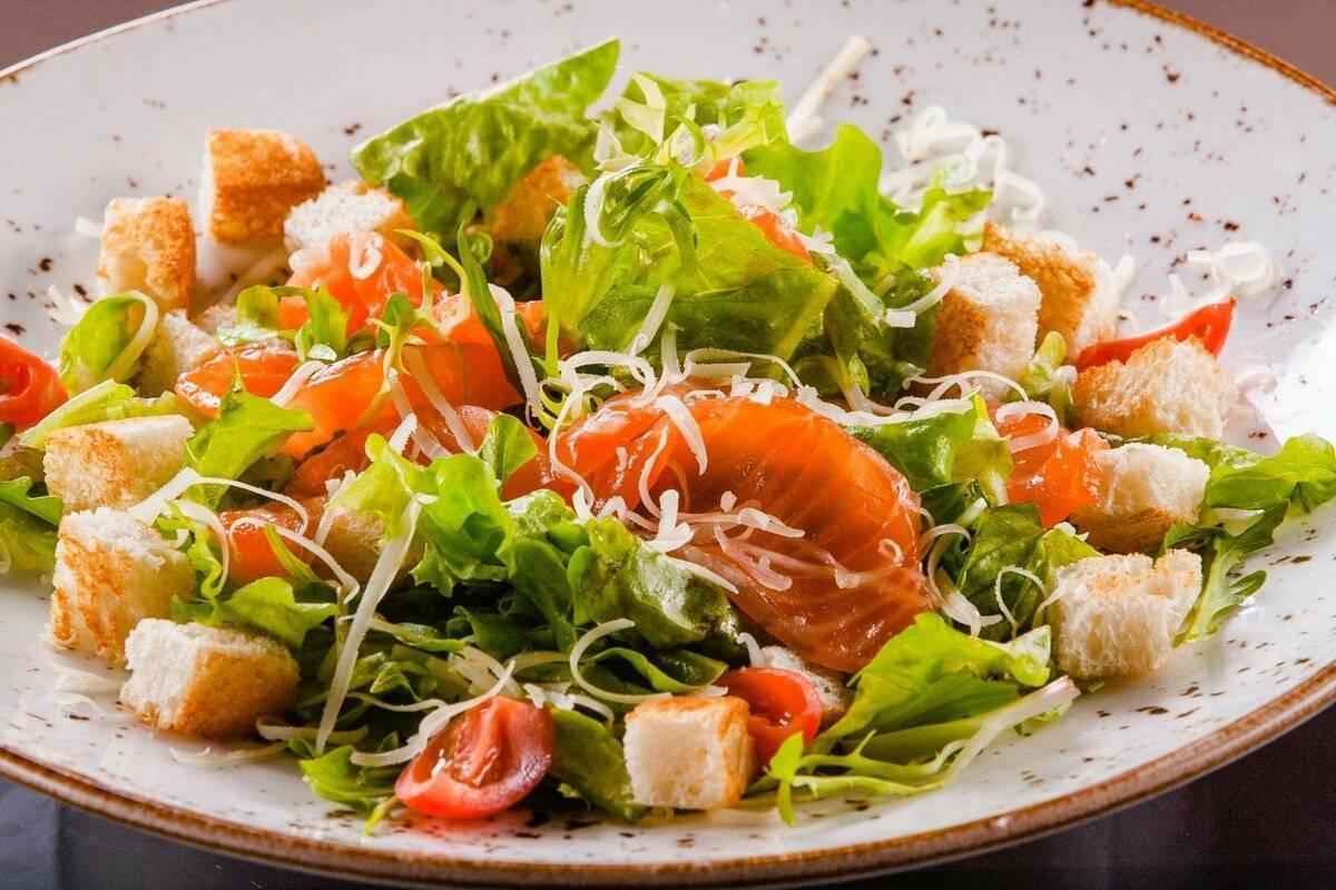 Салат цезарь с семгой - правильные рецепты. быстро и вкусно готовим салат цезарь с семгой . - автор екатерина данилова - журнал женское мнение