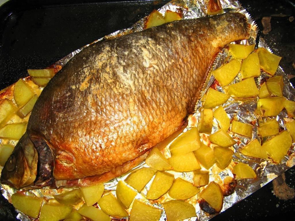 Запеченный лещ: топ вкусных рецептов в фольге, духовке
