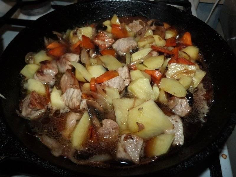 Рыба в томате с луком и морковью тушеная