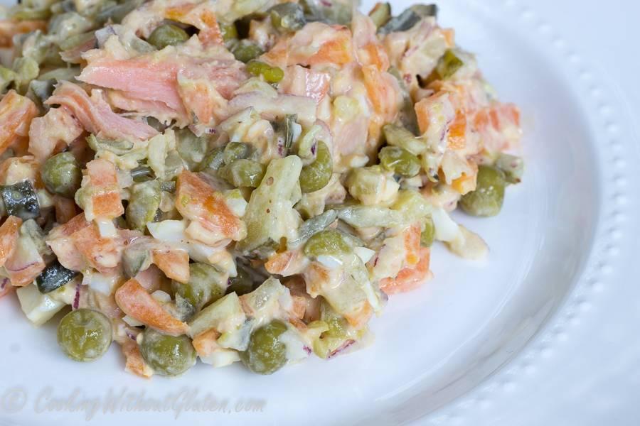 Салат с рыбой горячего копчения – 4 простых рецепта