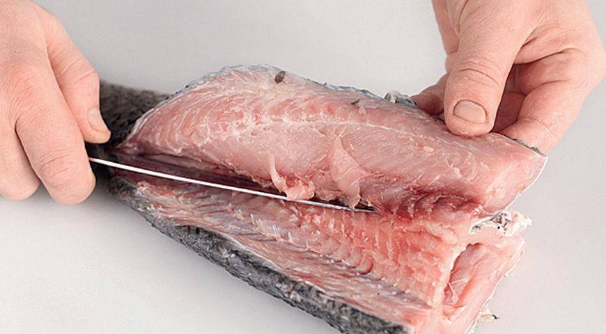 Как почистить рыбу от чешуи быстро и без хлопот