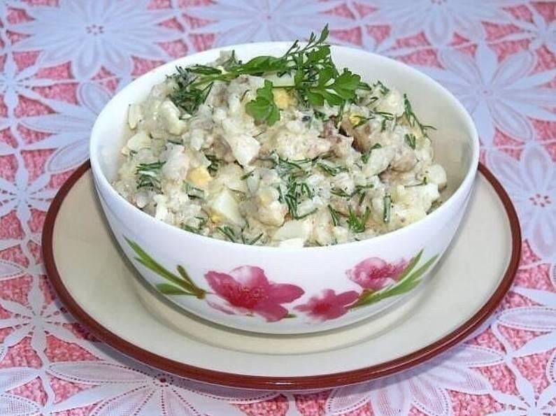 Рыбный салат из консервов с рисом рецепт