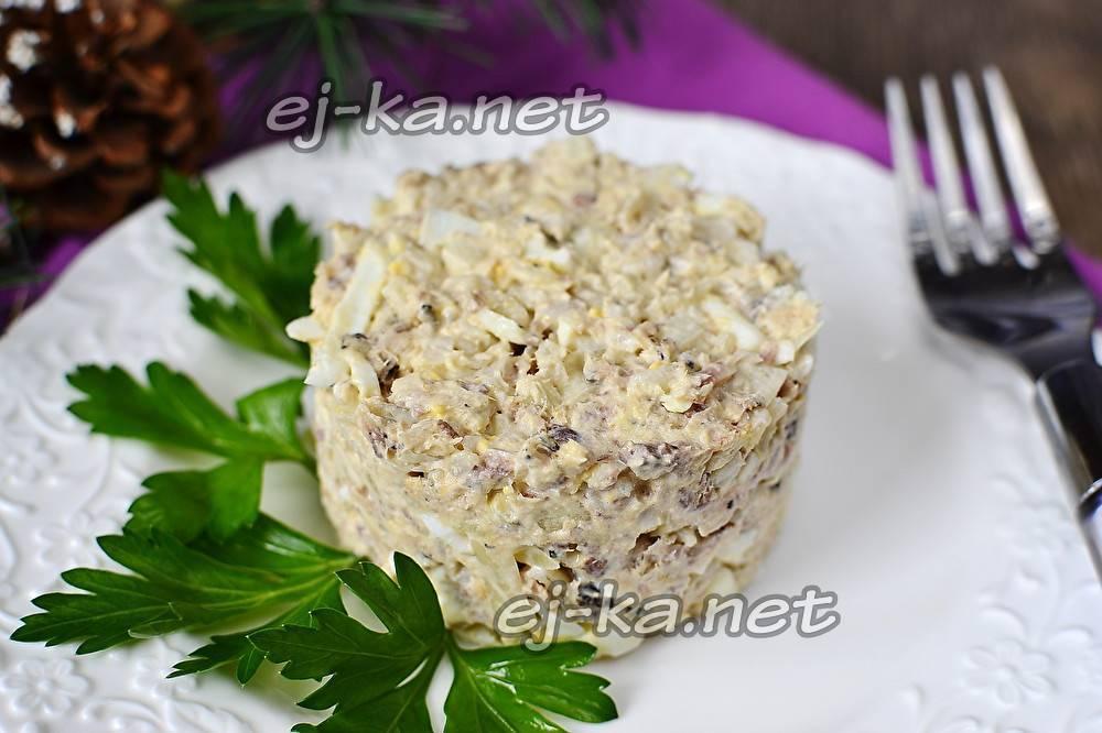 Салат с рисом и рыбными консервами