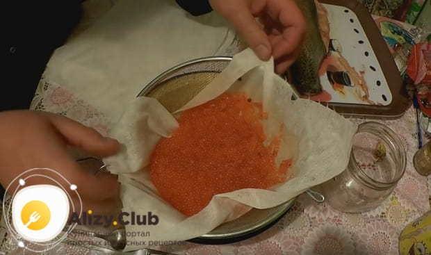 Потрясающая закуска — соленая икра сазана