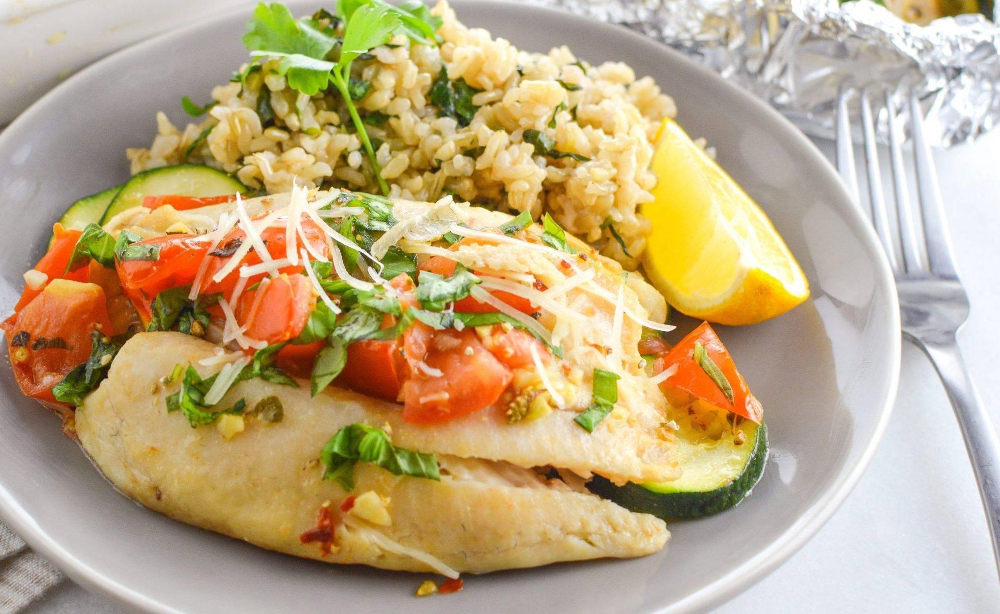 Рыба в духовке с овощами в фольге — 3 рецепта с фото