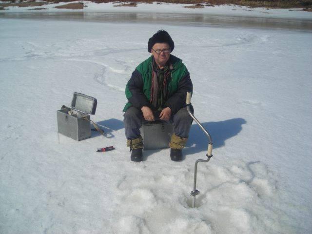 Где бурить лунки на зимней рыбалке: советы новичкам