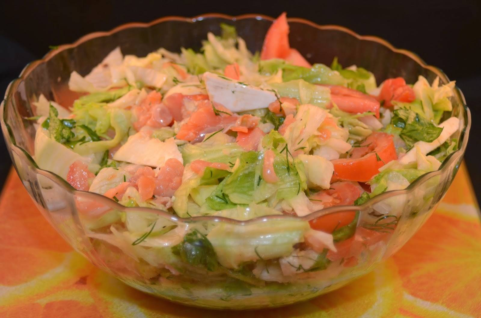 Салат с красной рыбой – кулинарный рецепт