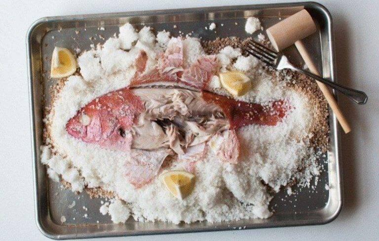 Рыба в соли в духовке, рецепты запеченной рыбы в соляном панцире | berlogakarelia.ru