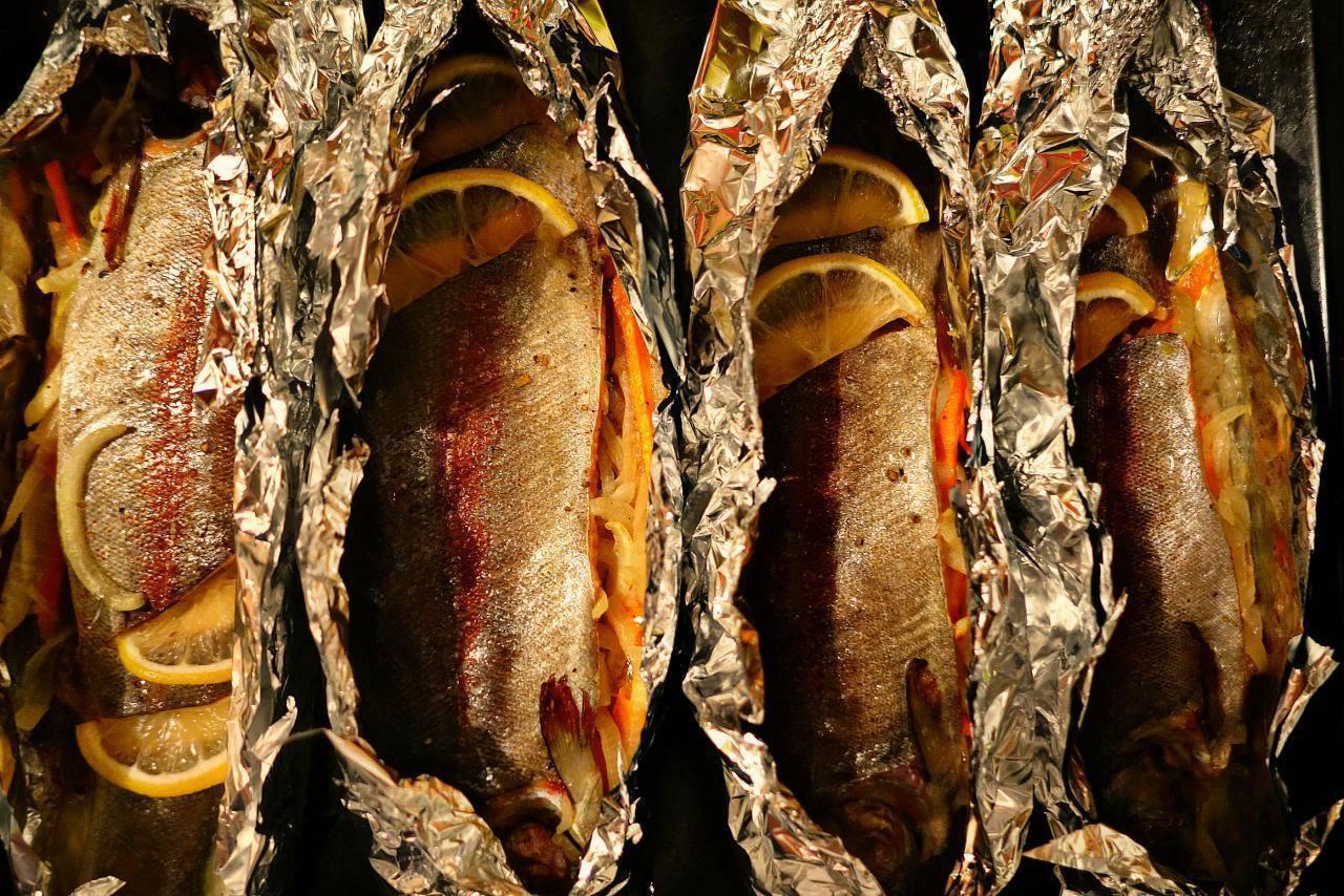Форель, запеченная в духовке в фольге: рецепт с фото (4 варианта)